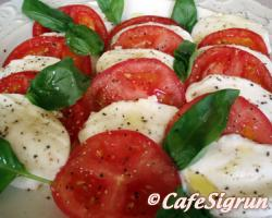 This lovely salad has the colours of the Italian flag; red, green and white